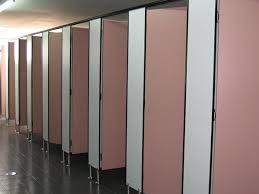 vách ngăn vệ sinh compact hpl màu hồng đẹp