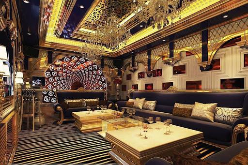 Mẫu trần thạch cao quán karaoke phong cách hoàng gia