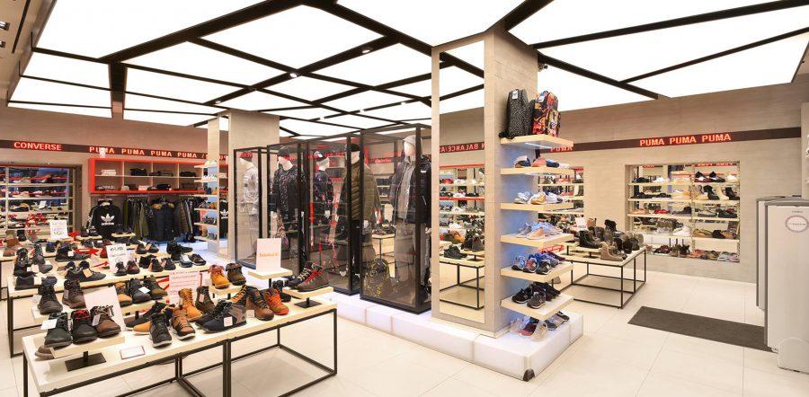 Mẫu trần căng xuyên sáng showroom thời trang