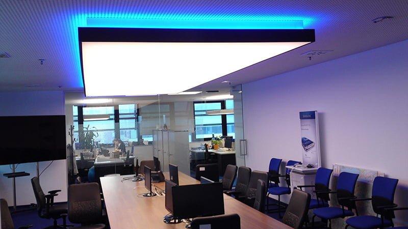 Mẫu trần căng xuyên sáng văn phòng làm việc