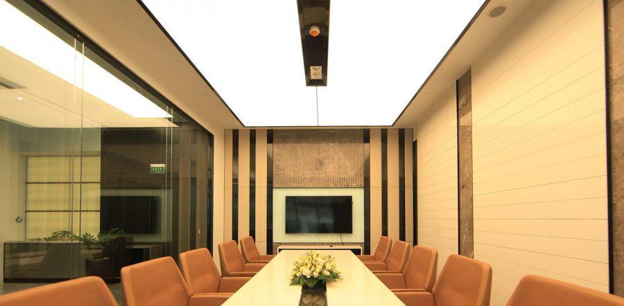 Mẫu trần xuyên sáng phòng họp