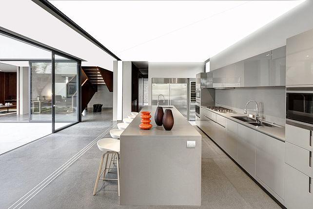 Mẫu trần căng xuyên sáng nhà bếp hiện đại