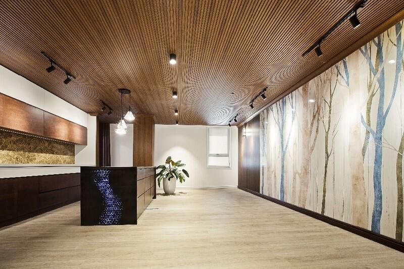 Mẫu trần nhôm giả gỗ phòng khách cực hiện đại