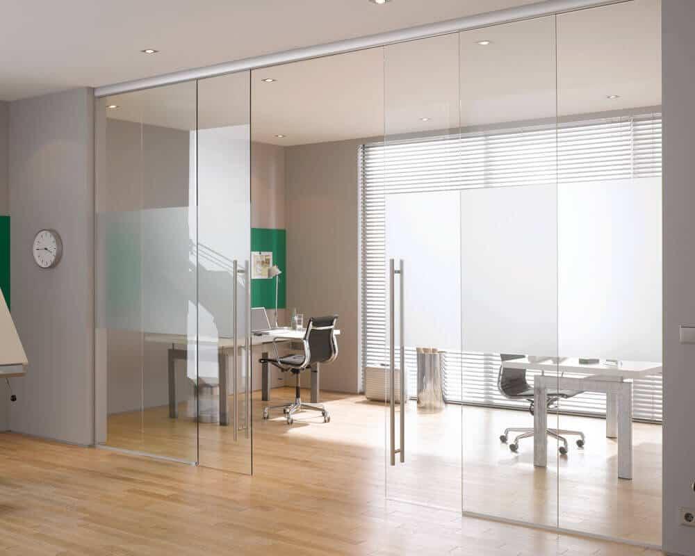 Mẫu cửa kính lùa cường lực văn phòng đẹp 4 cánh