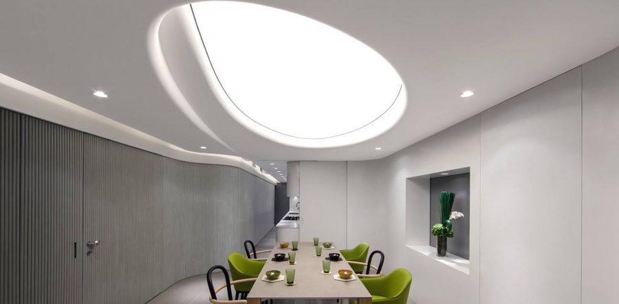 Mẫu trần căng xuyên sáng đơn giản cho phòng bếp
