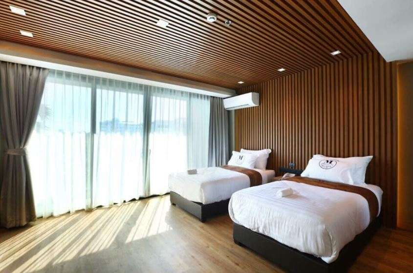 Mẫu trần nhựa giả gỗ phòng ngủ đẹp hiện đại