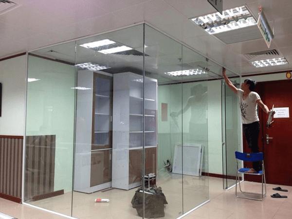 DangPhuc Gypsum chuyên sửa cửa kính tại TPHCM - Hà Nội