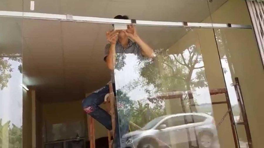 Những lưu ý quan trọng khi chọn sửa cửa kính