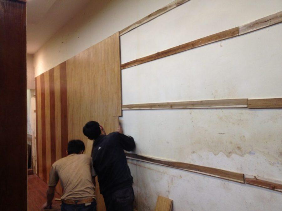 thi công tấm nhựa ốp tường PVC giả gỗ