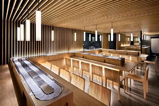 mẫu trần nhôm vân gỗ cho nhà hàng