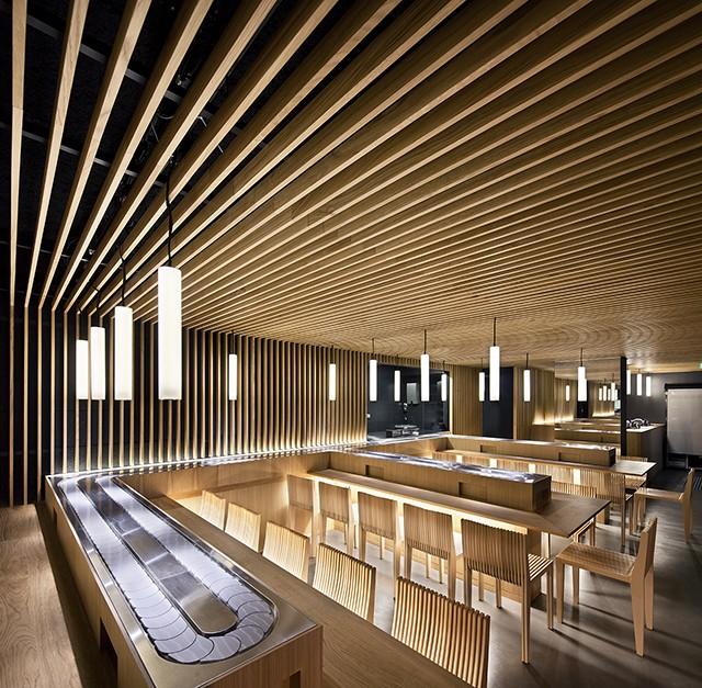 Mẫu trần nhôm giả gỗ đơn giản mang lại không gian ấm cúng
