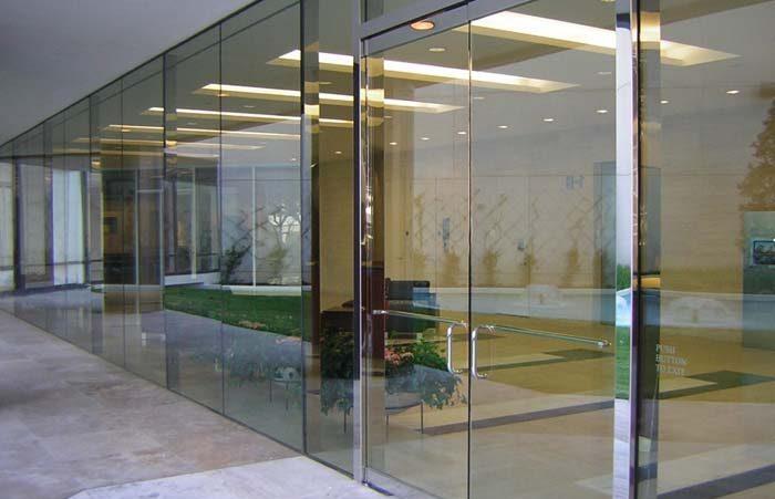 Mẫu cửa 10 ly kính cường lực dùng trong văn phòng