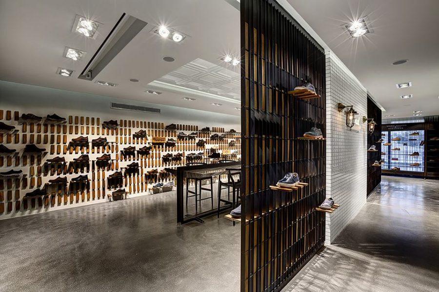 Mẫu trần thạch cao cửa hàng giày