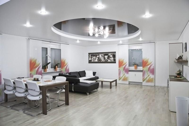 Mẫu trần thạch cao showroom bán đồ nội thất
