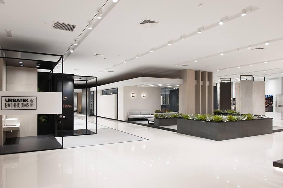 Mẫu trần thạch cao showroom phong cách hiện đại