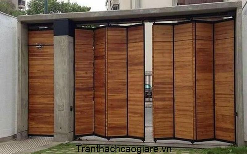 Mẫu cửa sắt vân gỗ mới nhất 2021