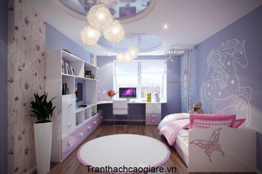 Phòng ngủ với tone màu tím dễ thương, lãng mạn được thiết kế với kiểu trần có hai khung tròn để treo những chùm đèn vải màu trắng