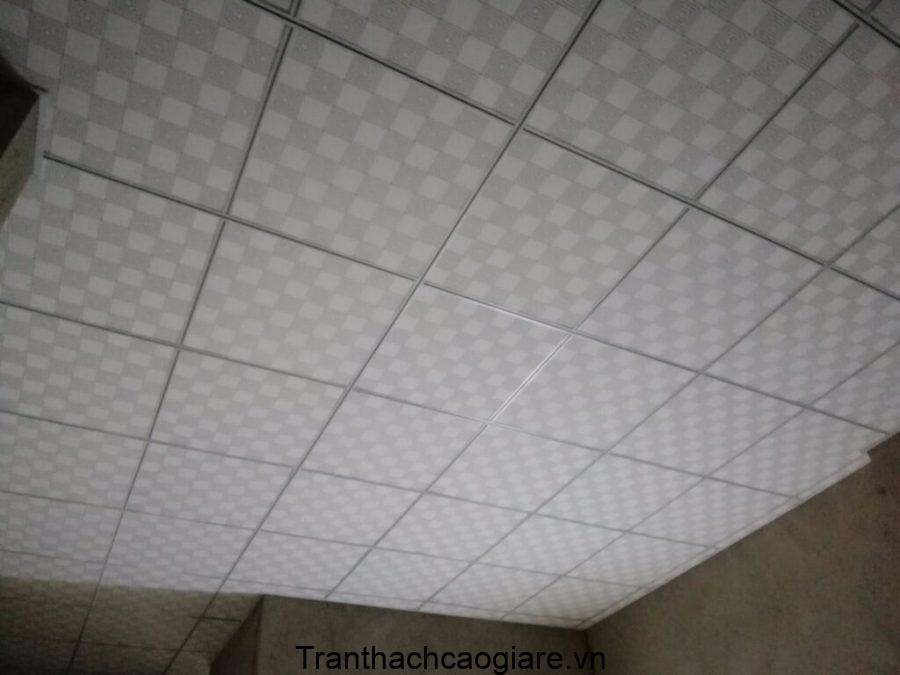 Mẫu trần thạch cao ô vuông thả 600×600 phủ nhựa PVC Caro