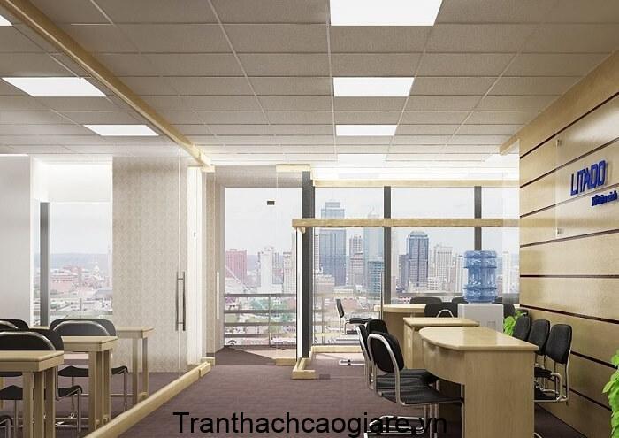Mẫu trần thạch cao thả tại văn phòng kết hợp đền ốp trần, đảm bảo đủ ánh sáng cho nhân viên