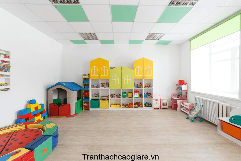 Mẫu trần thạch cao thả đan xen màu sắc cho phòng của các bé
