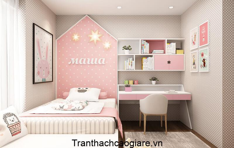 Giấy dán tường màu hồng tạo không gian dễ thương cho phòng ngủ